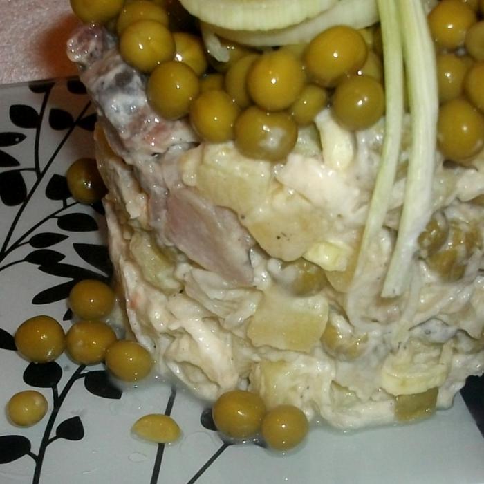 Салат из сельди с горошком Бондюэль