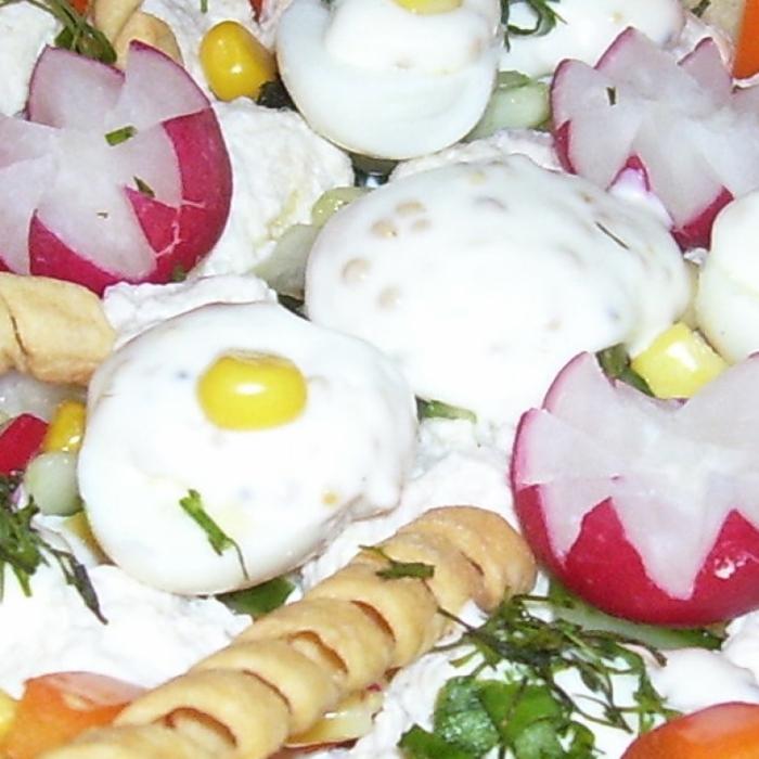 Оригинальный салат в корзинке