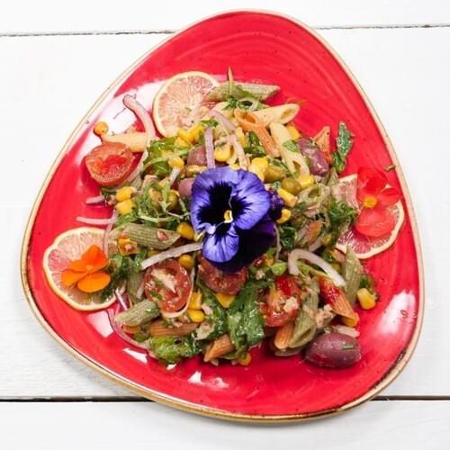 Мексиканский салат с пастой и тунцом