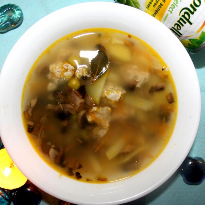 Суп с грибами, мясными тефтелями и зеленым горошком Bonduelle