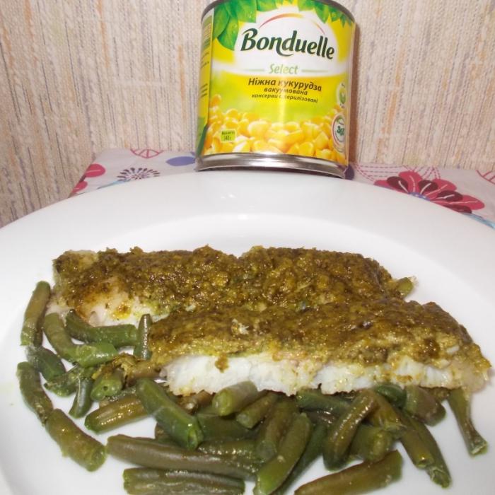 Запеченная рыбка под кукурузно-шпинатным соусом