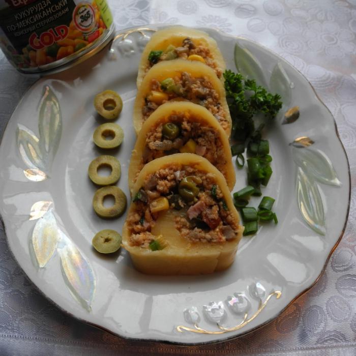Рулет из сыра, мяса и овощей