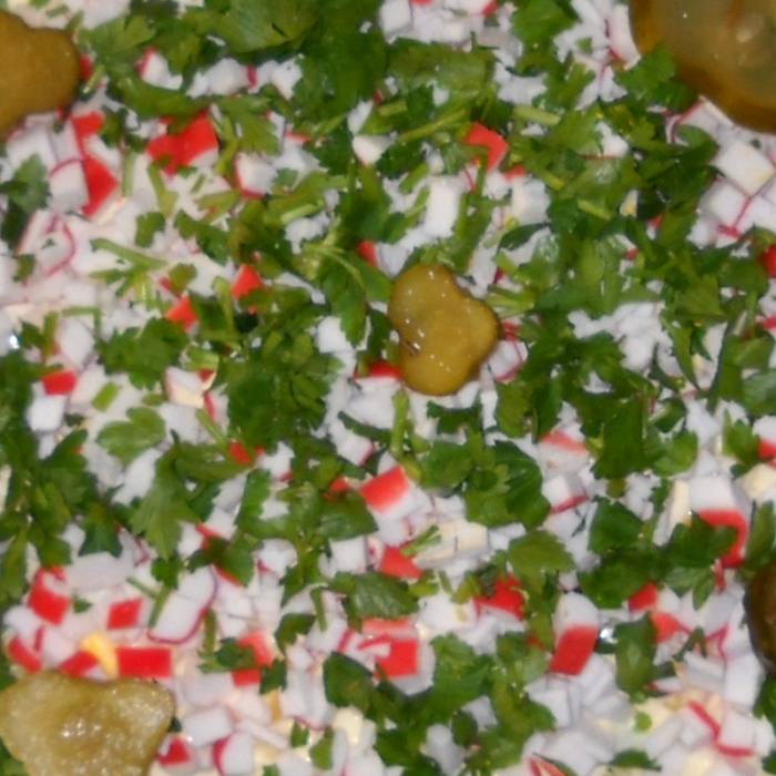 Салат с крабовыми палочками и топинамбуром