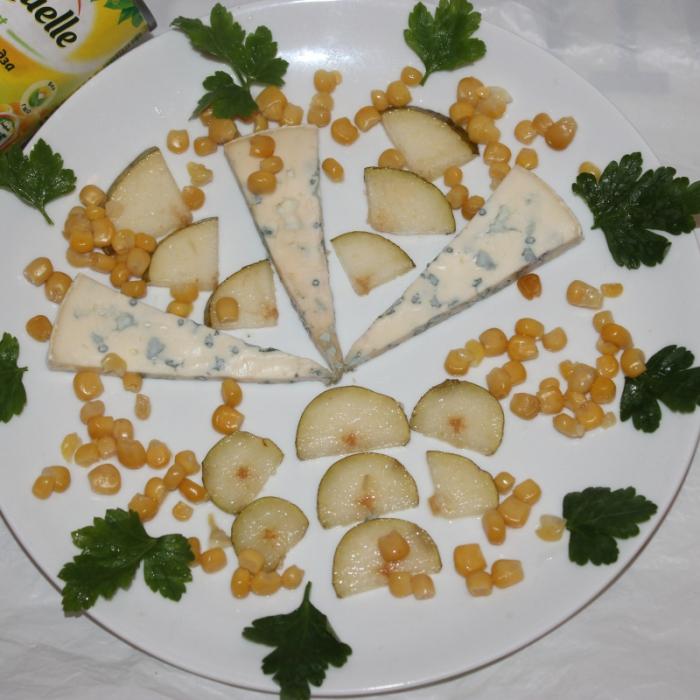 Салат с сыром горгонзола, грушей и кукурузкой Bonduelle