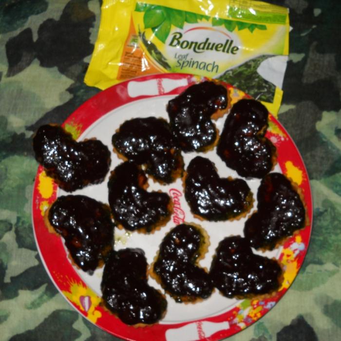 Печенье с конфитюром из шпината и шоколадной помадкой