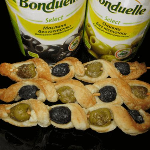 Маслини та оливки в тісті