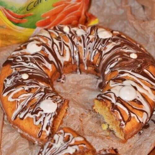 Морквяний кекс із білим шоколадом під шоколадною глазур'ю