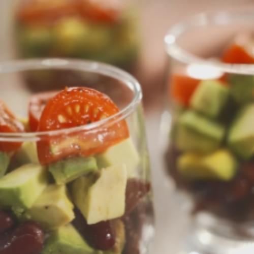 Салат з авокадо та червоної квасолі