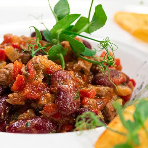 Тушкована яловичина з червоною квасолею