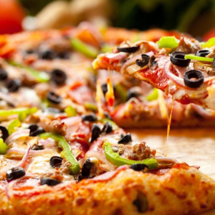 Піца - страва італійської кухні, яку люблять у всьому світі